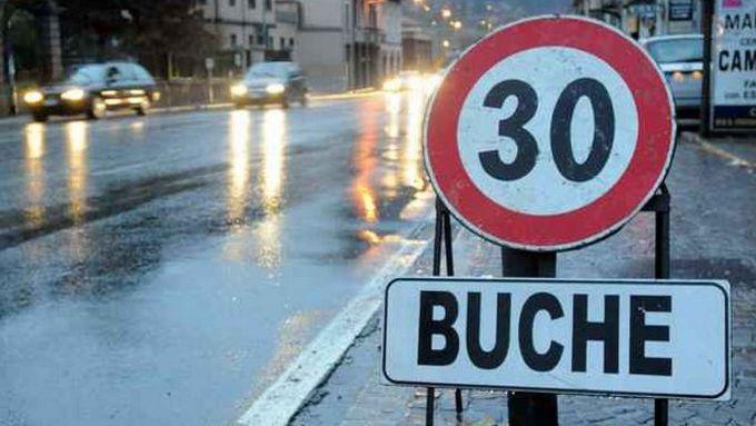 Buche stradali, se la segnaletica non è presente