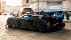 Bugatti Bolide a spasso in Piazza del Duomo a Milano