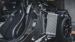 Bugatti Centodieci, dettaglio della scocca in carbonio e uno degli scambiatori di calore