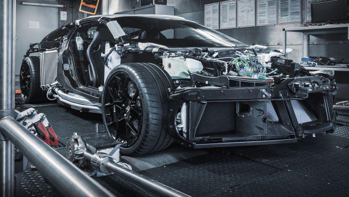 Bugatti Centodieci, la scocca marciante sul banco dinamometrico a rulli