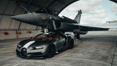 Bugatti Chiron Sport Les Legendes Du Ciel con il Dassault Rafale Marine