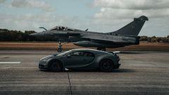 Video: la Bugatti Chiron sfida il caccia della marina francese - Immagine: 1