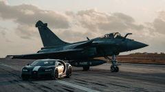 Bugatti Chiron Sport Les Legendes Du Ciel e Dassault Rafale Marine