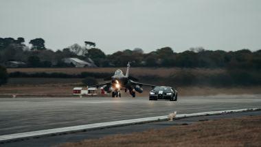 Bugatti Chiron Sport Les Legendes Du Ciel e Dassoult Raphale Marine: la drag race