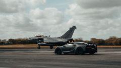 Bugatti Chiron Sport Les Legendes Du Ciel vs Dassault Rafale Marine: chi vince?