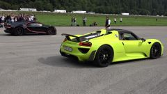Video YouTube: drag race Bugatti Chiron vs Porsche 918