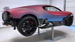 Bugatti Divo Lady Bug: l'auto sollevata da terra per agevolare i lavori