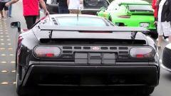 Bugatti EB110 SS con carbonio a vista fotografata a Monterey