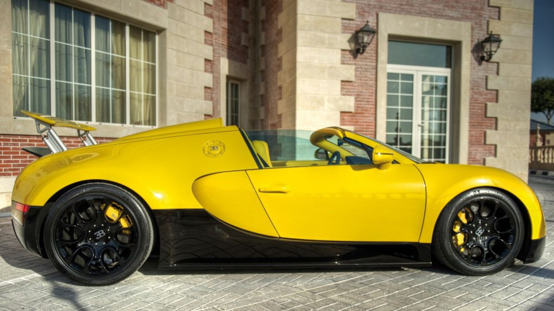 anteprima bugatti veyron grand sport one off motorbox. Black Bedroom Furniture Sets. Home Design Ideas