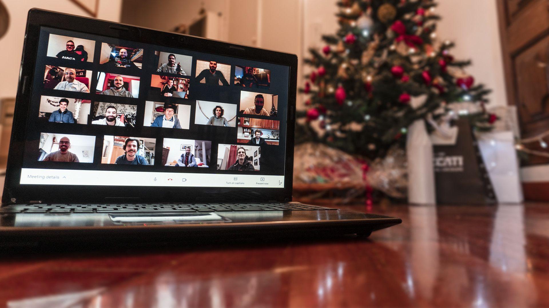 Auguri Di Buon Natale 2021 Video.Dopo Un Anno Di Covid Buon Natale Da Motorbox Video Auguri Motorbox