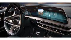 Cadillac Lyriq: volante e display da 33 pollici