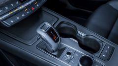Cadillac XT4 2020, la leva del cambio automatico a 9 rapporti