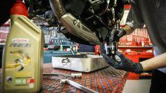 Cambio olio moto, nuovo filtro