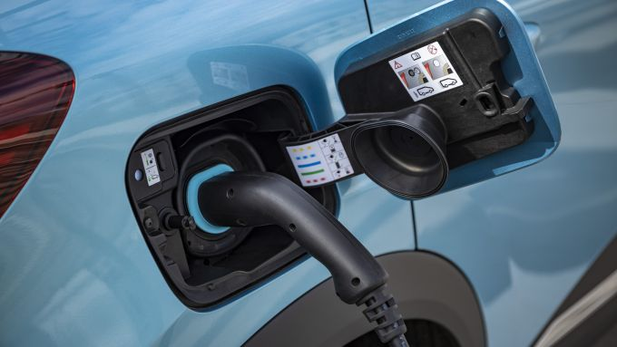 Captur E-Tech Plug-in, ricarica batterie in 3 ore