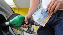 Nel 2017 in Italia spesi più soldi per carburanti che per acquisto auto