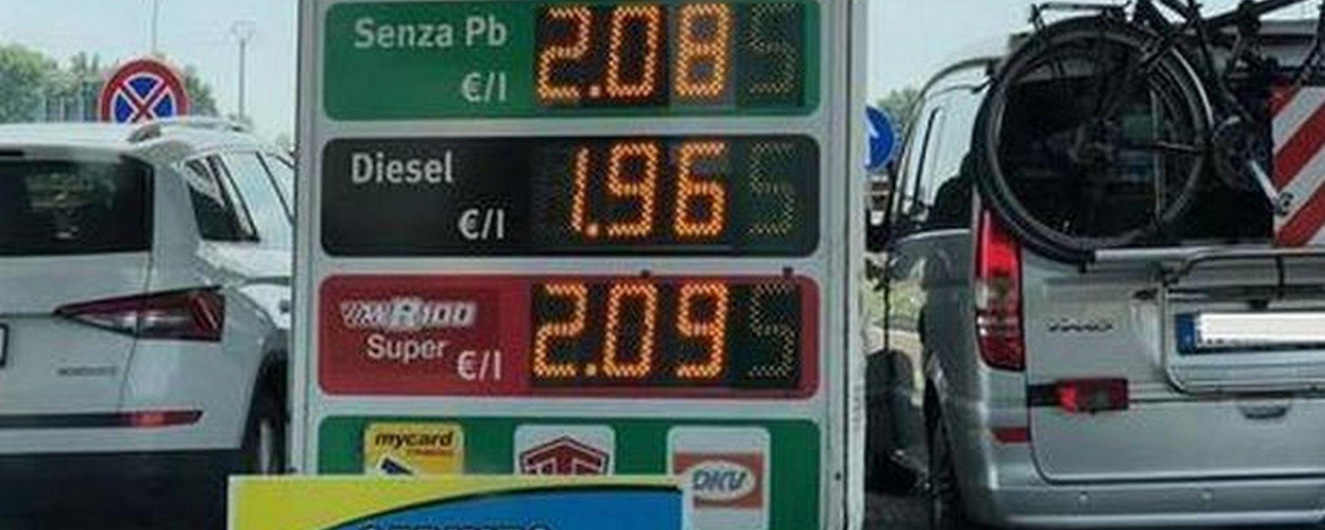 Carburanti, prezzi alle stelle. E a Nogarole Rocca...
