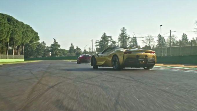 Carlos & Charles, il nuovo video ufficiale Ferrari con le SF90 Stradale e Spider