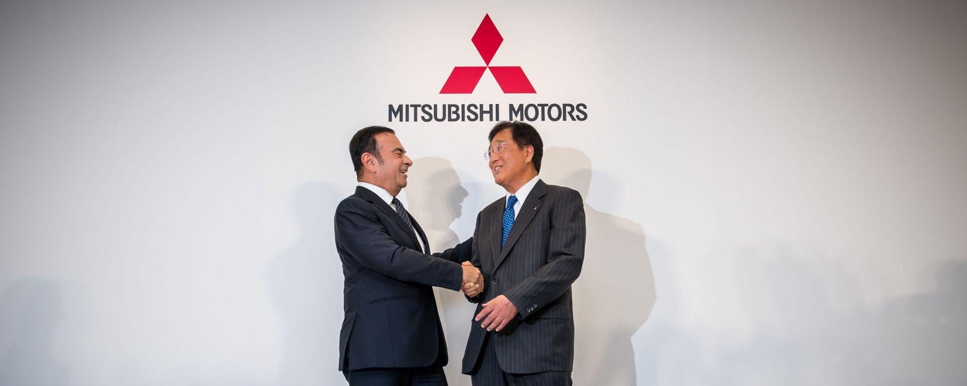 Carlos Ghosn, già presidente di Nissan e Renault, e il CEO di Mitsubishi Osamu Masuko
