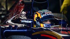 Carlos Sainz Jr a bordo della sua Toro Rosso. Contratto prolungato fino al 2017