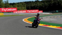 Carlos Sainz studia la pista di Spa, in motorino - GP Belgio