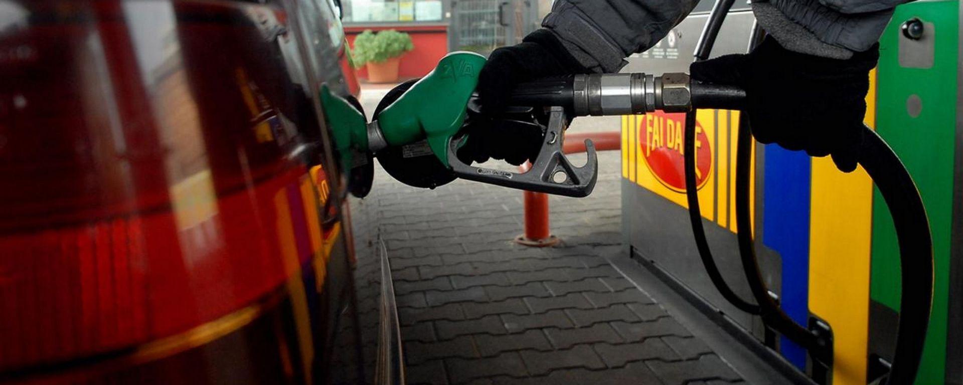Caro prezzi carburanti, il mercato auto ne risente