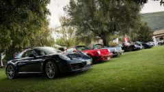 Cars and Coffee: Porsche di tutte le età sfilano sul prato