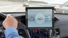 Cellular-V2X di Bosch, Vodafone e Huawei: un'auto sta per invadere la corsia