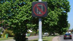 Cellulare alla guida, nel nuovo CdS ritiro patente? Mentre in UK...