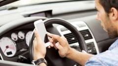 Cellulare alla guida, presentato emendamento per sospensione immediata patente