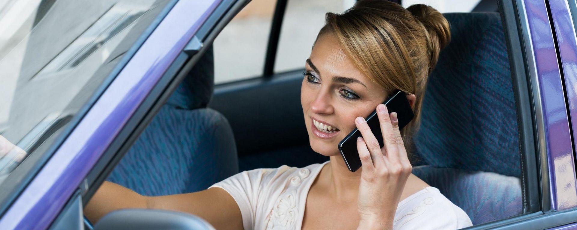 Cellulare alla guida, un modo per correggere i teenager esiste...