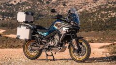 CF Moto: ecco la MT800, enduro stradale con ruota a raggi o in lega