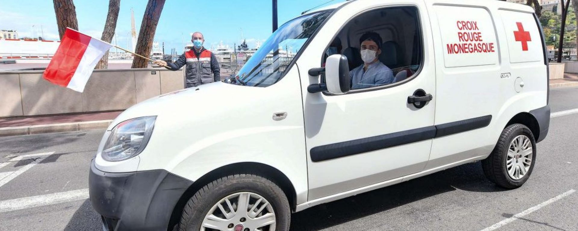 Charles Leclerc impegnato con la Croce Rossa monegasca