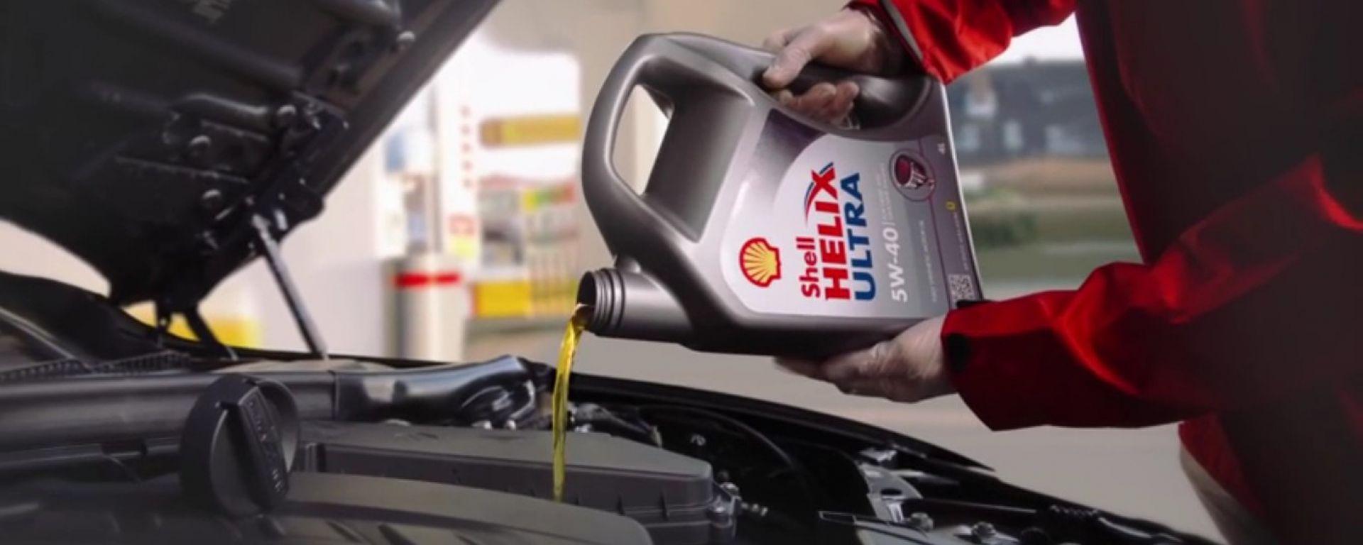 Come fare il check up estivo dell'auto: hai controllato l'olio?
