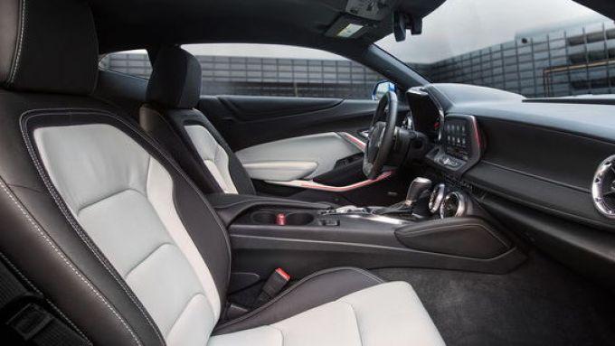 Chevrolet Camaro 2020: l'abitacolo della sportiva U.S.A.