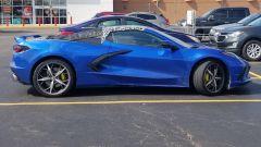 Chevrolet Corvette Stingray Convertible 2020: foto spia del muletto in vista laterale