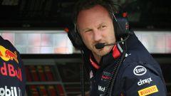Chris Horner (Red Bull) dirige le operazioni al muretto