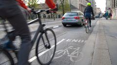 Piste ciclabili dannose per la sicurezza stradale dei ciclisti