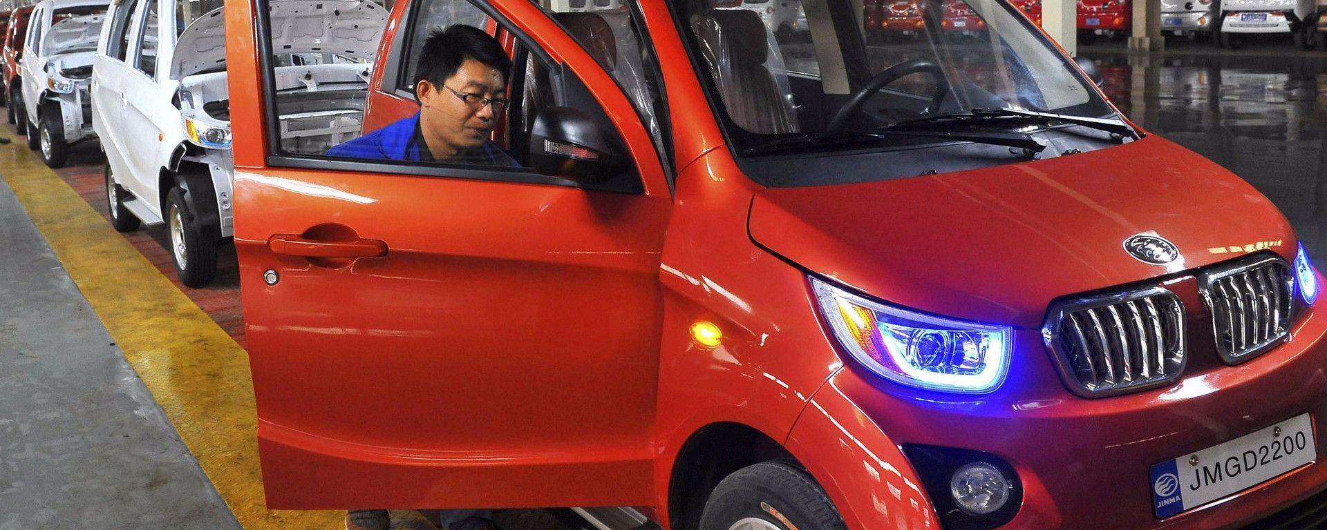 Cina: stretta sull'auto elettrica