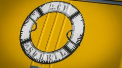 Citroen 2CV Soleil: l'adesivo di un salvagente sul portellone posteriore