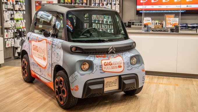Citroen Ami e Windtre: l'auto esposta nei negozi Windtre