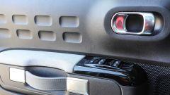 Citroen C3: bella la maniglia interna in stile valigia