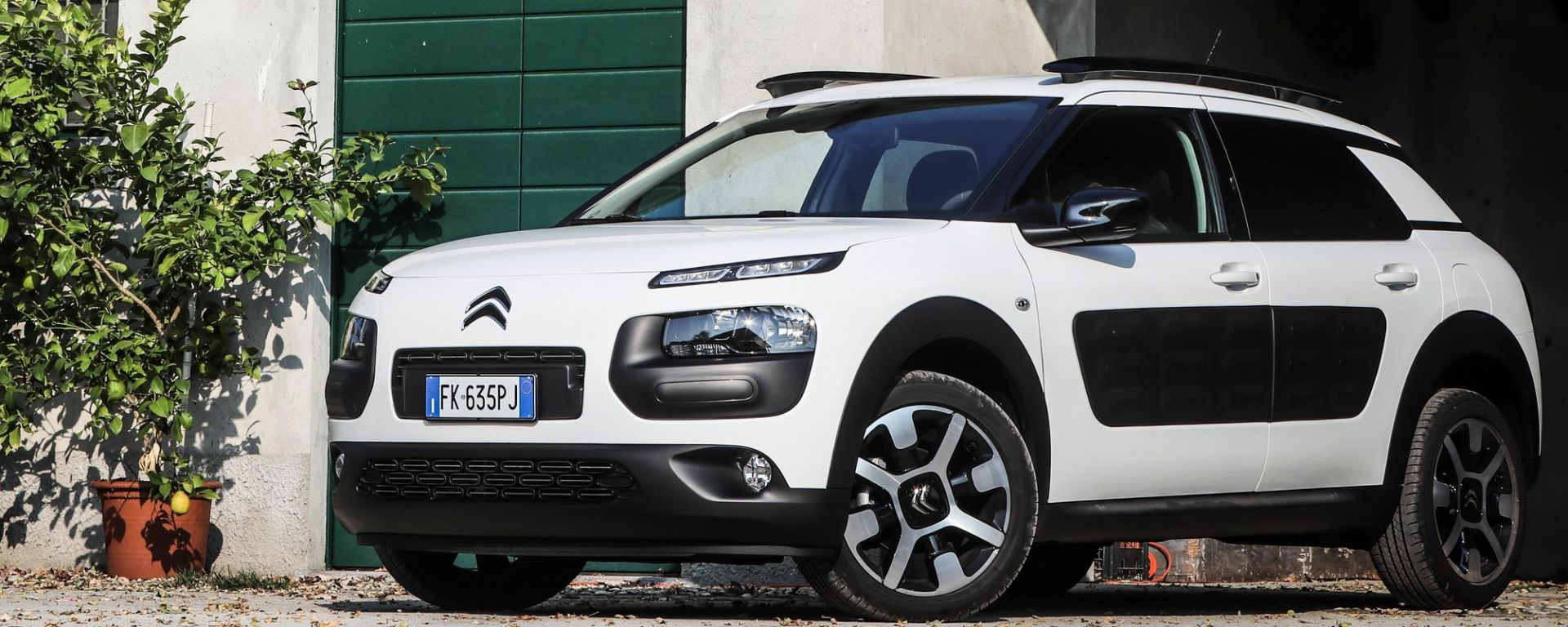 citroen c4 cactus la prova della 1 2 puretech benzina 110 cv eat6 shine motorbox. Black Bedroom Furniture Sets. Home Design Ideas