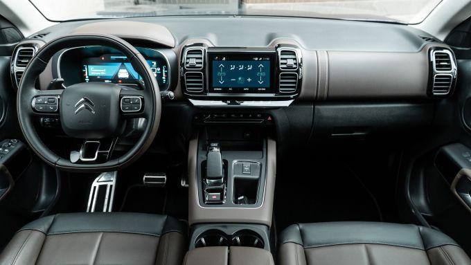 Citroen C5 Aircross Hybrid 2021, interni: abitacolo anteriore