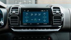 Citroen C5 Aircross Hybrid 2021, interni: il touchpad da 8