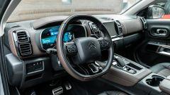 Citroen C5 Aircross Hybrid 2021, interni: l'abitacolo anteriore