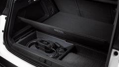 Citroen C5 Aircross Hybrid: i cavi di ricarica si trovano nel doppiofondo del bagagliaio
