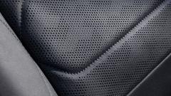 Citroen C5 X, la pelle traforata dei sedili