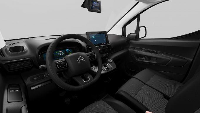 Citroen e-Berlingo Van 2021, interni: l'abitacolo, il volante e l'infotainment