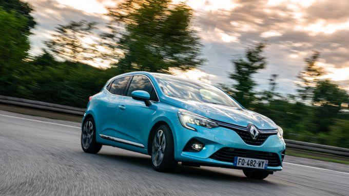 Clio Hybrid, risparmiosa e scattante
