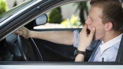 Colpo di sonno alla guida, revisione patente in caso di incidente